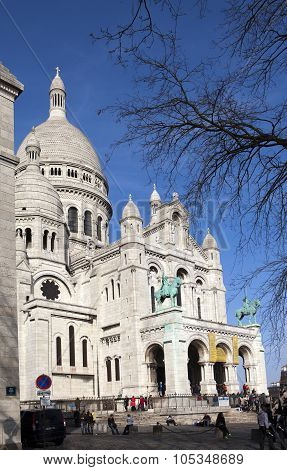 PARIS FRANCE MARCH 14 2012: great number of tourists near Basilica of Sacre Coeur Montmartre on Marc