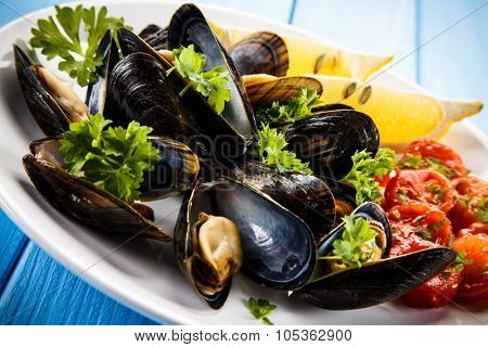 Mussels with lemon and cherry tomatoes