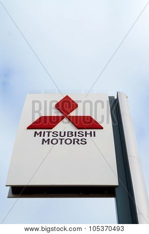 Mitsubishi Motors  Vertical Autombile Dealership Sign
