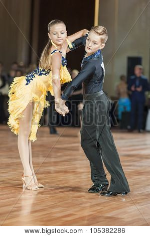 Minsk, Belarus -september 26, 2015: Mihailov German And Lishik Polina Perform Juvenile-1 Latin-ameri