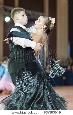 Minsk, Belarus-september 26, 2015: Sokol Iliya And Bartashevich Kristina Perform Youth-2 Standard Pr