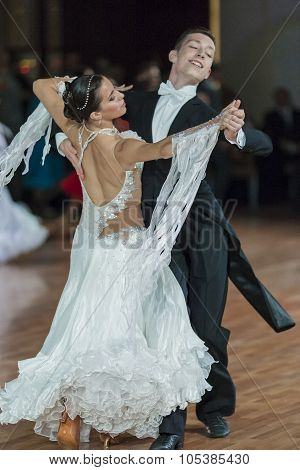 Minsk, Belarus-september 26, 2015: Kruk Timofey And Konopleva Diana Perform Juniors-2 Standard Progr