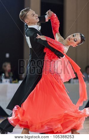 Minsk, Belarus-september 26, 2015: Tyasto Danila And Unton Nataliya Perform Youth Standard Program O