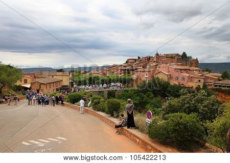 Roussillon, France - July 07, 2014: View On Beautiful Medieval Village Of Roussillon. Roussillon Och