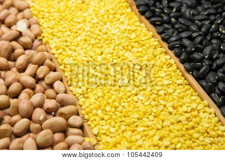 Green Beans Peeling Bark, Black Beans And Peanuts