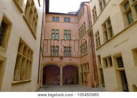 Courtyard of Hôtel Gadagne in Vieux Lyon