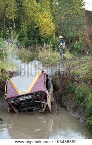 RUSSIA, PUSHKINO -?? 20 SEP, 2014: Off-road vehicle is get stucked in water at Rainforest Challenge Russia Autumn 2014 PRO-X.