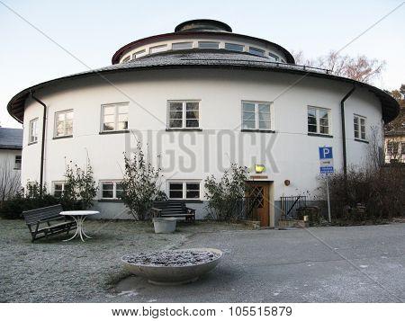 Round Rotunda building