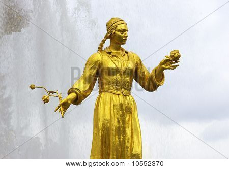 Soviet Fountain Of Friendship Of People. Statue Of Uzbek Woman With A Cotton Flower.