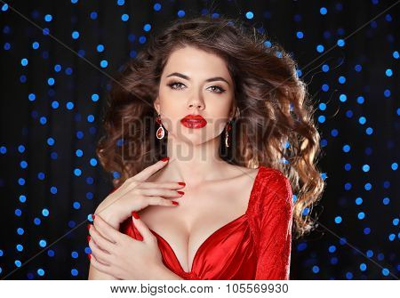 Makeup. Beautiful Girl Model With Long Brown Curled Hair, Red Lips, Fashion Earrings Luxury Jewelry.