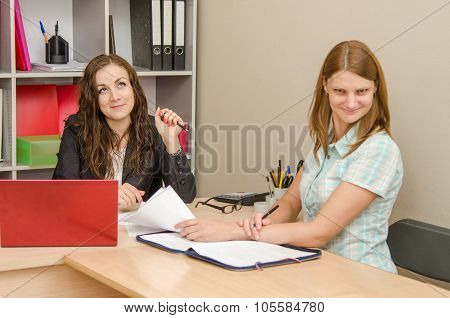 The Girl Is Angry From Indifference To The Problem At The Office Specialist