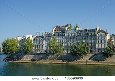 Historic homes on Ile St-Louis overlooking the Seine