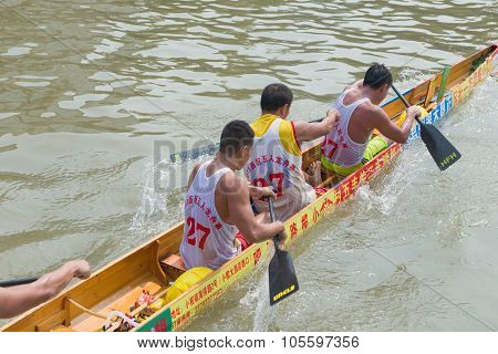 Zhongshan, China-oct 15, 2015:dragon Boat Match On October 15, 2015. Dragon Boat Match Is A Traditio