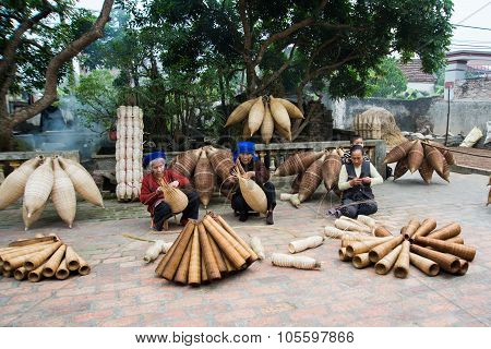 Unidentified women were weaving bamboo in HungYen, Viet