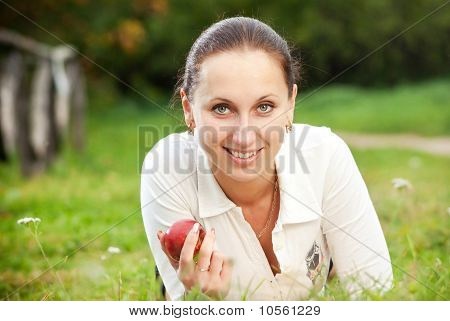 Smilling young woman with apple
