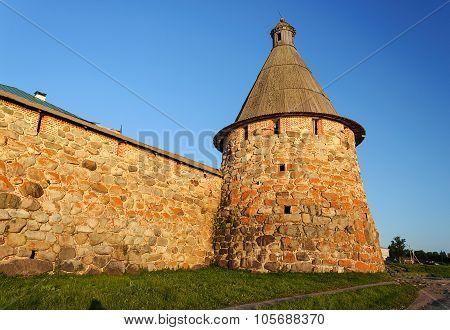 Pryadilnaya Tower Of The Solovetsky Monastery At Sunset