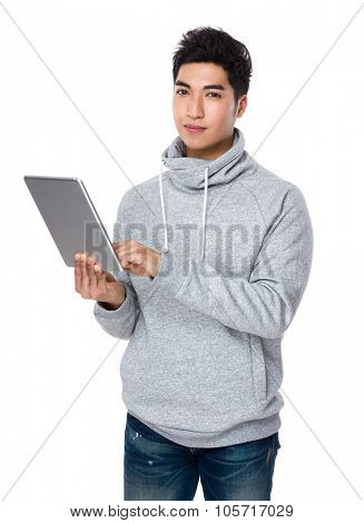 Man use of the tablet pc