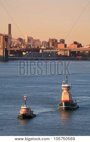 Reinauer Tugboats In East River