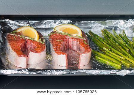 Fresh Salmon With Asparagus