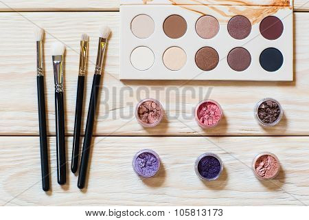 Brushes, Piments And Eyeshadow Palette