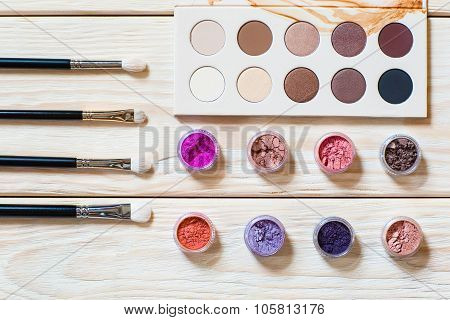 Professional Brushes, Piments And Eyeshadow Palette