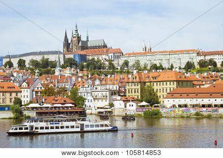 Prague Castle (prazsky Hrad) And Old Town