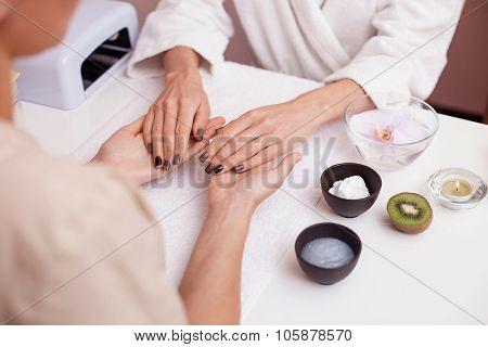 Moisturizing procedure for skin at beauty salon