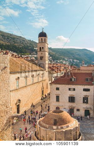 October 9th 2015: Stradun and Onofrio fountain in Dubrovnik, Croatia, surrounded by tourists