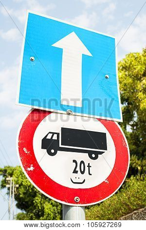 No Lorries Allowed Over The Weight Of 20 Tons Warning Road Sign