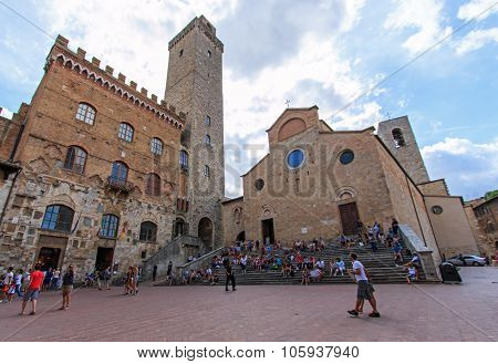 Main Square Of San Gimignano - Tuscany