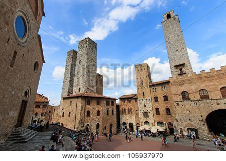 Central Sqaure Of San Gimignano - Tuscany