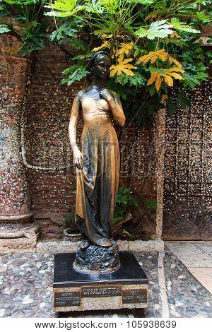 Juliet Statue - Verona Italy
