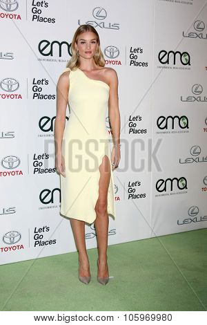 LOS ANGELES - OCT 24:  Rosie Huntington-Whiteley at the Environmental Media Awards 2015 at the Warner Brothers Studio Lot on October 24, 2015 in Burbank, CA