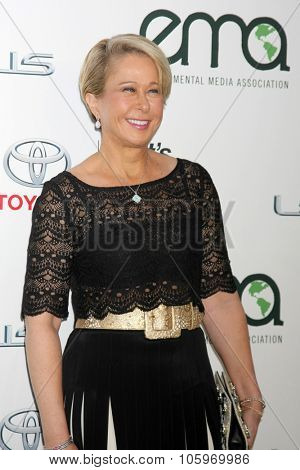 LOS ANGELES - OCT 24:  Yeardley Smith at the Environmental Media Awards 2015 at the Warner Brothers Studio Lot on October 24, 2015 in Burbank, CA