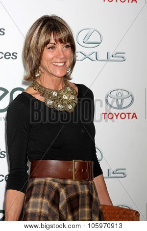LOS ANGELES - OCT 24:  Wendie Malick at the Environmental Media Awards 2015 at the Warner Brothers Studio Lot on October 24, 2015 in Burbank, CA