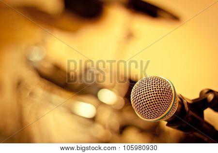 selective focus Microphone On Blur Drum Backgroun
