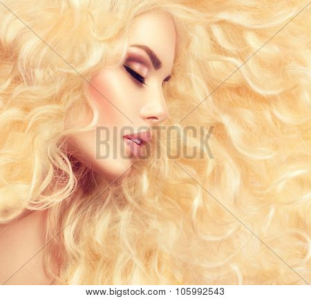 Curly blonde Hair. Fashion Girl With Healthy Long Wavy Hair. Beauty Blonde Woman Portrait. Blond Hair, Hair Extension, Permed Hair