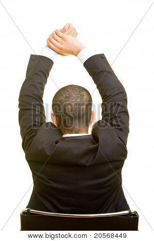 Hombre de negocios que se extiende a la espalda
