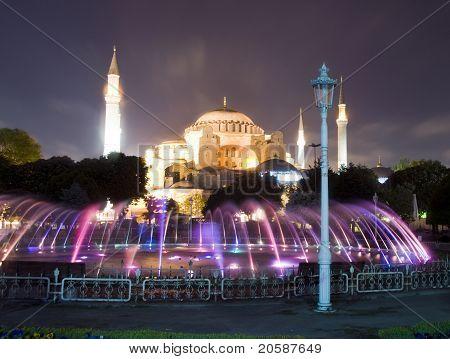 Hagia-Sophia-Moschee-Museum-Brunnen Nacht Szene Istanbul Türkei