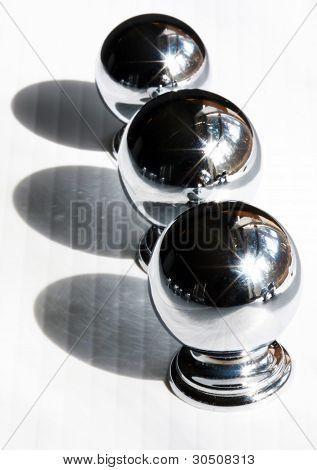drei glänzende Kabinett Griffe