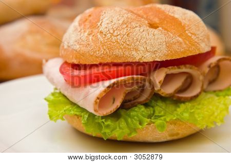 Fresh Kaiser Bun With Turkey Breast, Lettuce And Tomatoes