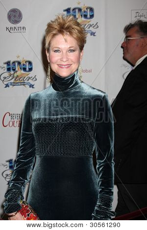 LOS ANGELES - FEB 26:  Dee Wallace arrives at the