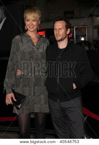LOS ANGELES - OCT 20:  Jenna & Bodhi Elfman arriving to