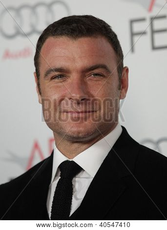 LOS ANGELES - NOV 03:  Liev Schreiber arriving to