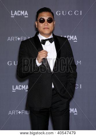 LOS ANGELES - 27 de OCT: PSY llega a las huestes LACMA Art 2012 + película Gala en 27 de octubre de 2012 en Lo
