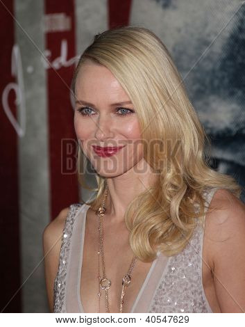 "LOS ANGELES - 03 NOV: Naomi Watts aankomst aan ""J. Edgar"" Los Angeles Premiere op 03 November 2011"