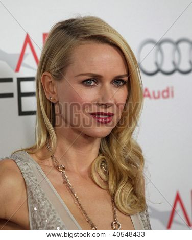 LOS ANGELES - NOV 03:  Naomi Watts arriving to