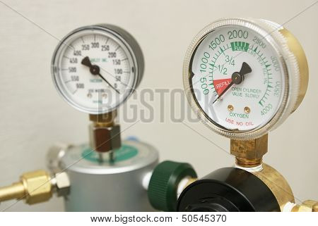 Oxygen gages regulator