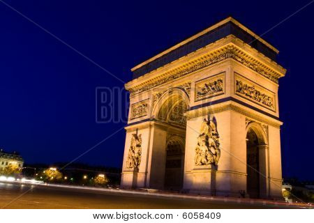 Arch Of Triumph. Night