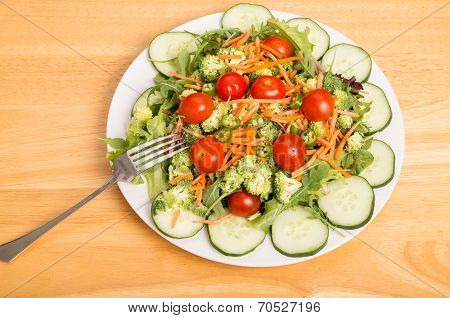 Fresh Vegetable Salad With Sliced Cayenne Peppers